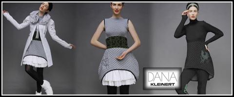 DANA KLEINERTは、スロバキア発の個性的で実用的なファッションを提案するブランド。ケープとしても使えるマルチなニットワンピース。